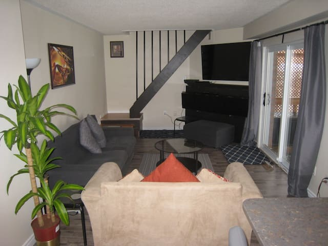 Toronto/Mississauga:Pvt Cottage3-With Sit Out Deck