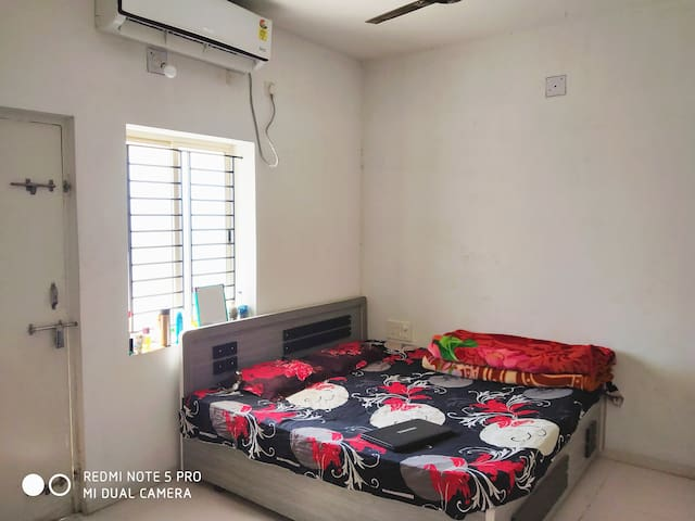 Private room with homely stay in gorwa, vadodara.
