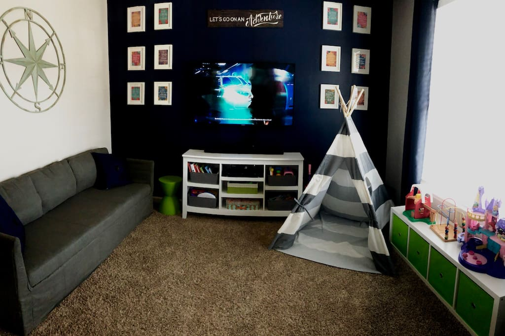 Den / Play Room