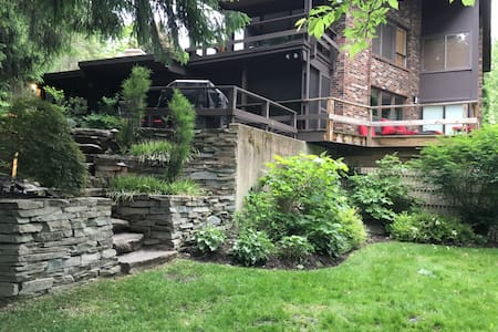 Secluded Riverfront Getaway - Pullman