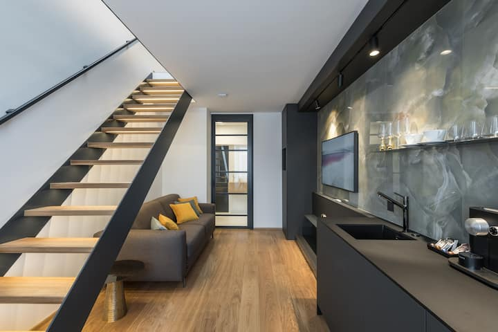 𝐍𝐄𝐖 stylish duplex︱desk, fast-wifi, TV︱Parking