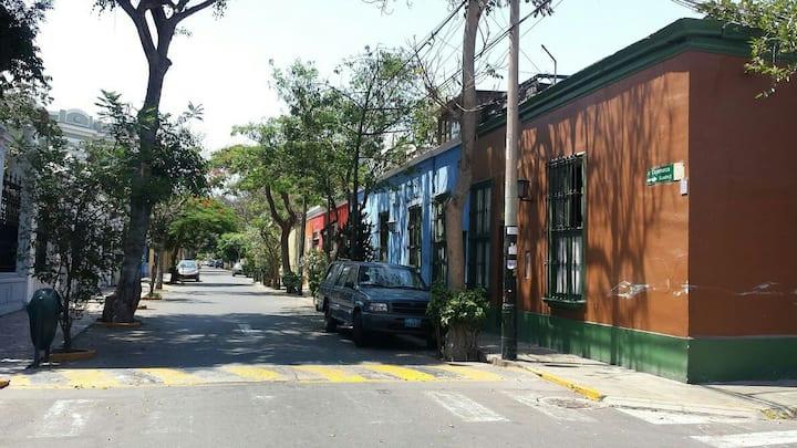 Habitación en acogedora casa en Barranco.