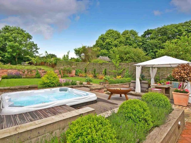 Jolls Cottage unusual holidays with hot tub & dogs