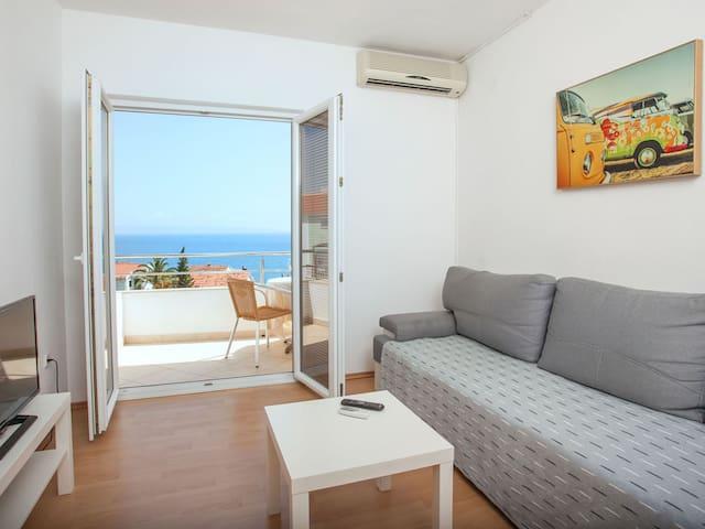 Sea view 1-bedroom apartment, 4 people, Seget