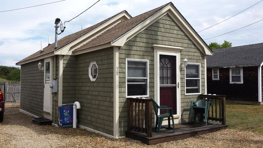 Quintessential Cozy Cottage Just Minutes from the Beach! (5B PIBLVD)