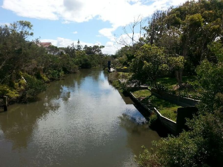 You can walk for kilometres along the beautiful Kananook Creek, stopping for a picnic before hitting the beach!