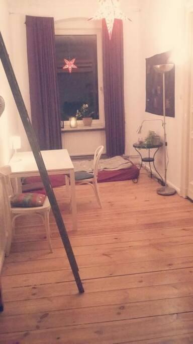 Unser Wohnzimmer (sieht fast so aus wie das zu vermietende Zimmer)