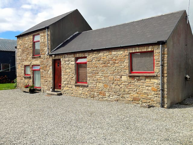 Wild Atlantic Way Cottage (Donegal, Ireland) - Dunkineely - Cabana