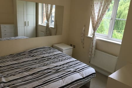 Nice clean double room - Borehamwood