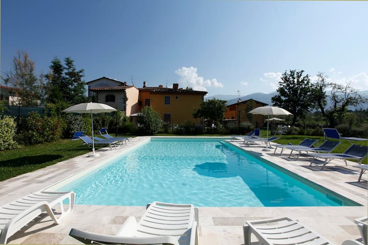 house with pool in the heart of Tuscany - Pian di Scò - Leilighet