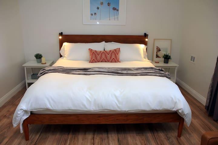 Chic King Suite Apartment/Washer/Dryer/Garage
