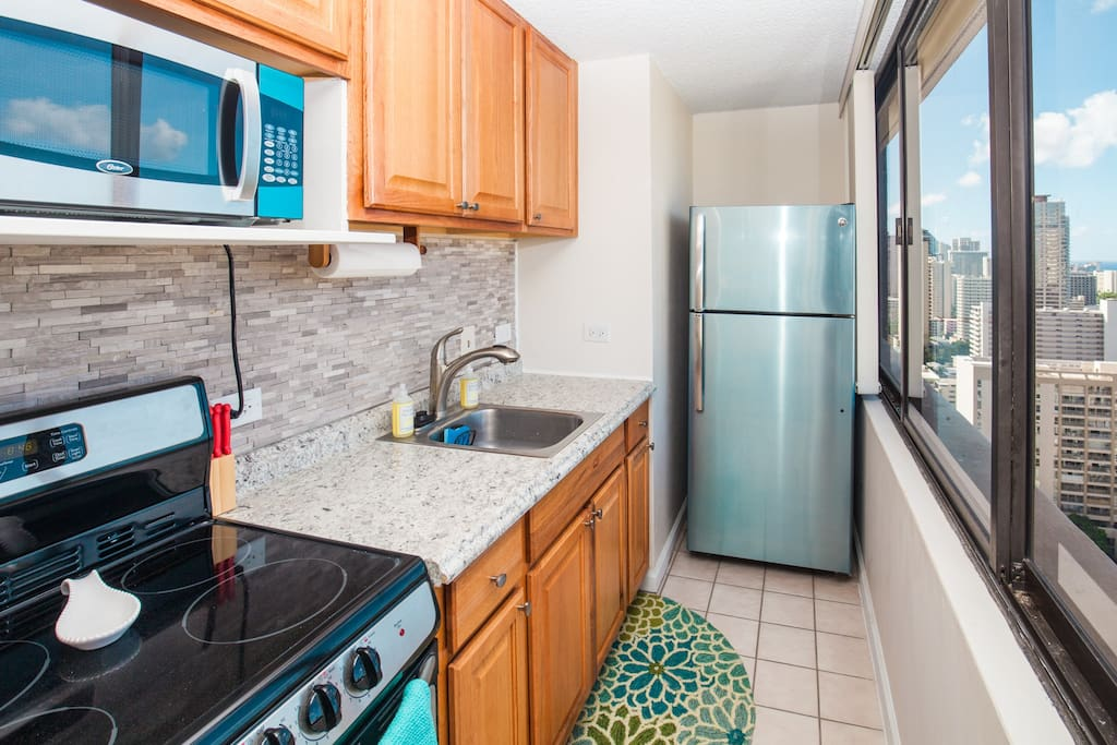 Stove, Oven, Microwave, Toaster, Coffee Maker, Fully Stocked Kitchenware Full Fridge