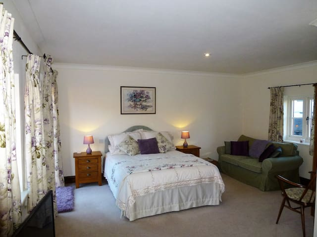Dairy Barns En suite accommodation room 1 - Irnham