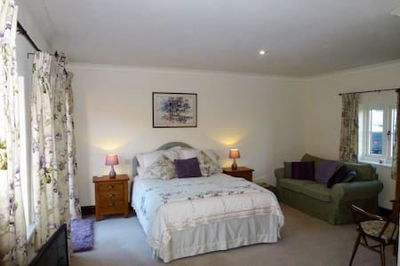 Dairy Barns En suite accommodation room 1 - Irnham - 家庭式旅館