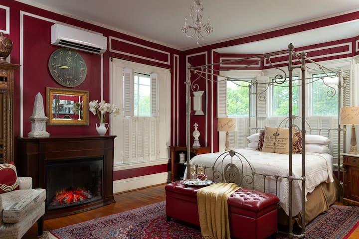 Romantic Room in an Ocean Front Bed & Breakfast