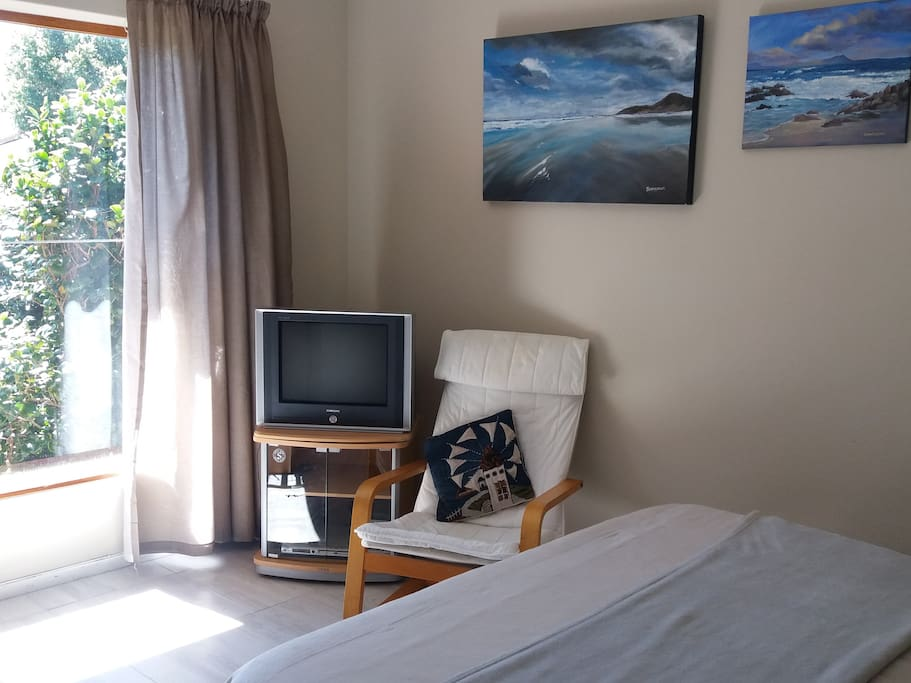 tv and double bed  in bedroom 1