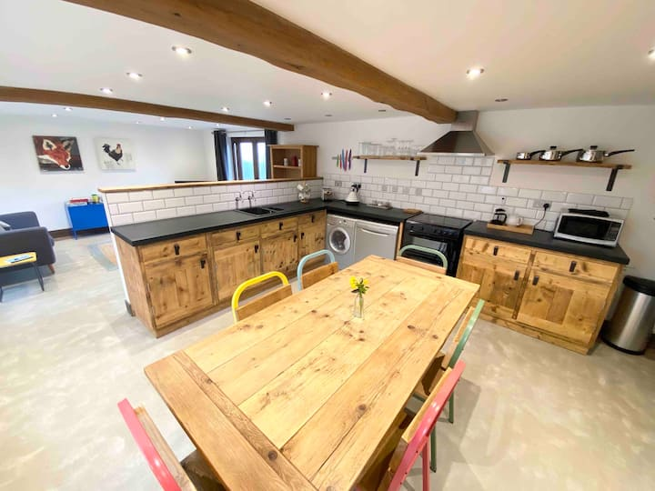 Houdini -Gorgeous converted barn with amazing view