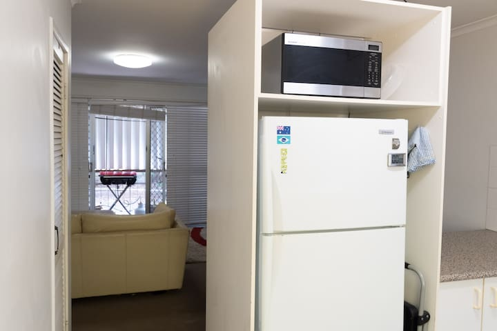 Broadbeach - Room - Close to Beach and Shops