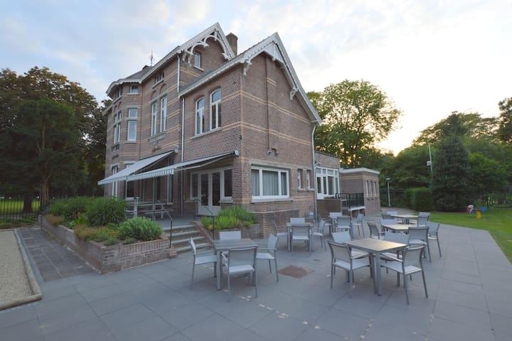 Luxe villa met sauna in Venray Nederland