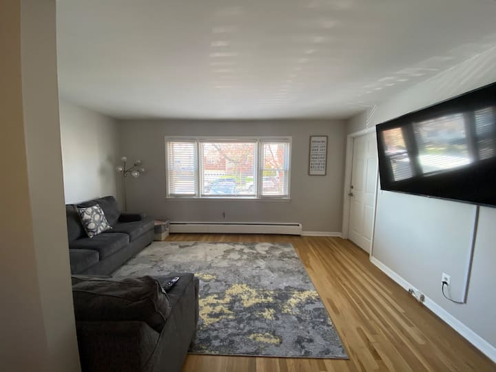 Cozy Spacious 2 Bedroom Apartment Minutes from NYC