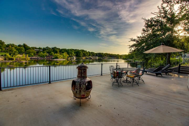 Dog-friendly riverfront home w/outdoor space -kayaks available