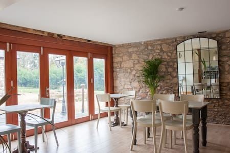 Hayes Barn Luxury Accommodation - Shropshire - Bed & Breakfast - 2