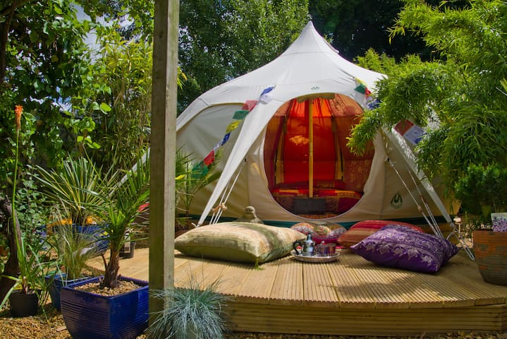 Luxury tent (glamp) in a superb suburban location.
