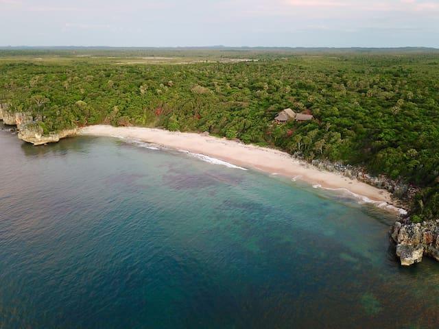 Crique et plage privée,  environs Majunga