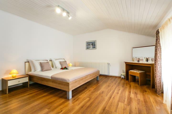 Apartman s dvije spavace sobe
