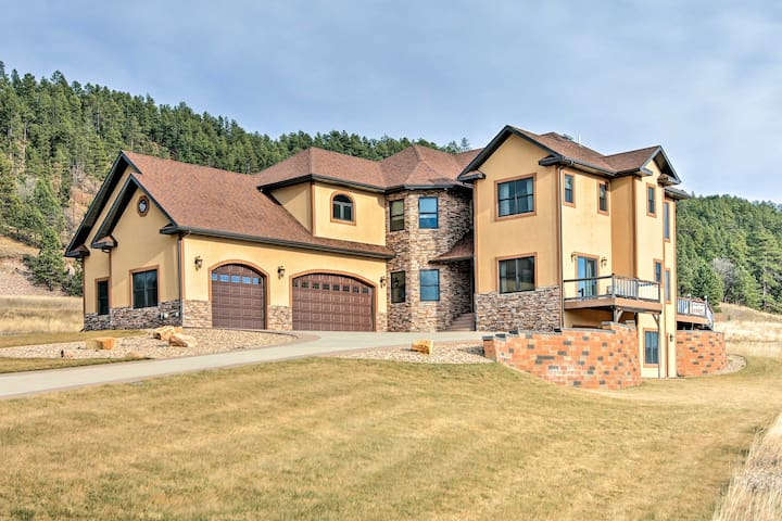 Great 5BR Deadwood Area Home w/Hot Tub & Game Room