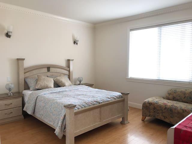 Cozy queen bed room near SFO/DT SF
