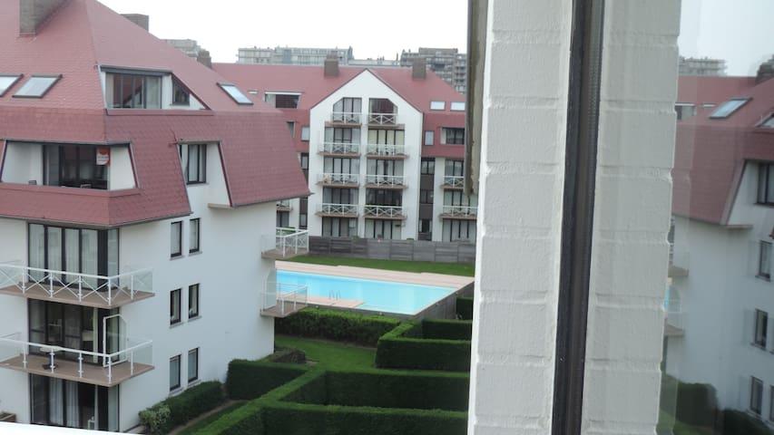 Studio au 4 me et dernier tage d 39 un immeuble appartementen te huur in middelkerke vlaanderen - Kleine studio ontwikkeling ...