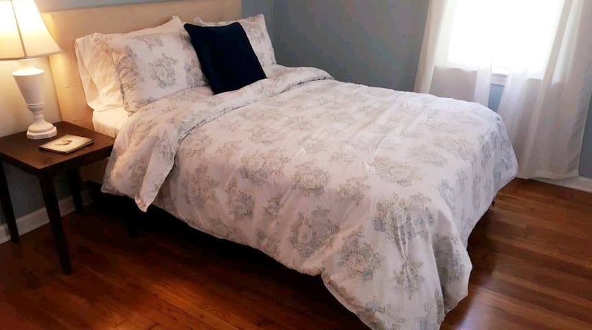Full size guest bedroom