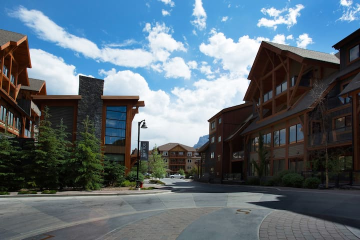 Five star Solara luxury condo - Canmore