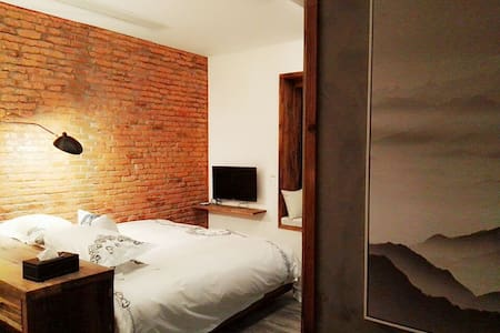 街头巷尾客栈(马铺巷(2号,3号,4号)飘窗 大床房 - Huangshan - Casa