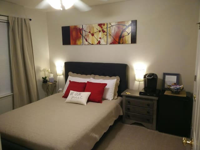 Cozy and private stay in Central Cary