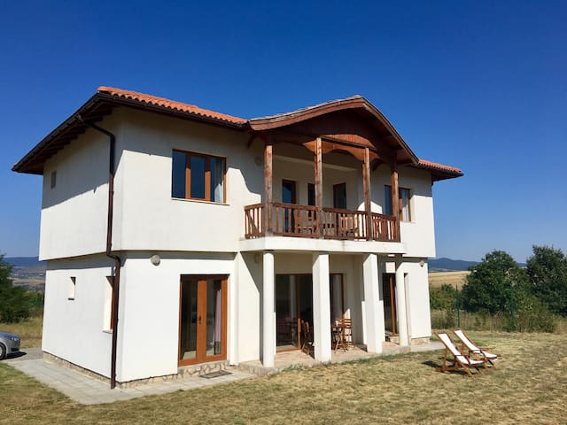 Villa with Stunning Views near Borovets