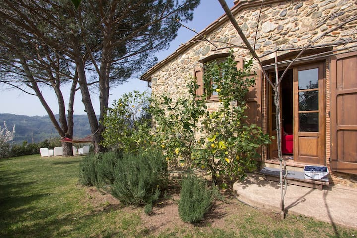 Lovely stone house with sea view - Camaiore - Hus