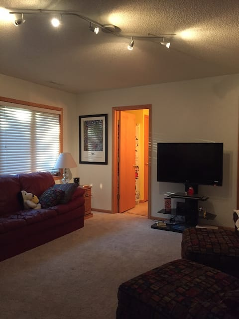 Suite in townhouse, NE Cedar Rapids, near Rockwell