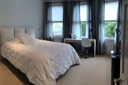 #2 Lovely Private Room 35 Minutes from Manhattan - New Rochelle - Casa