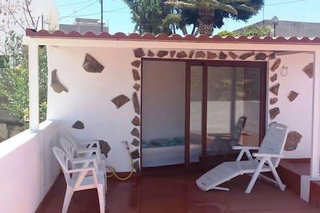 Casa rústica, terraza con vistas - Santa Creu de Tenerife - Casa