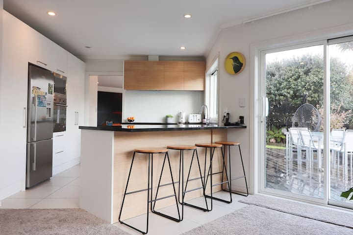 Executive Family Home Remuera (Furnished Rentals)