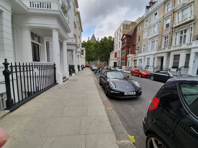 Studio Apartment south kensington PRIME LOCATION