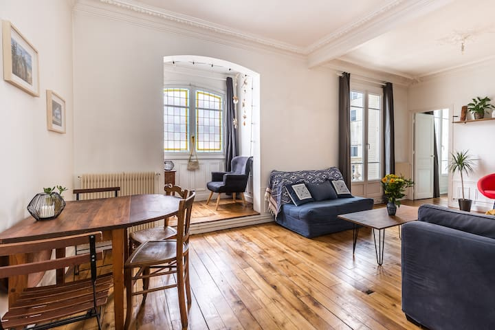 Spacious and bright flat at the heart of Paris
