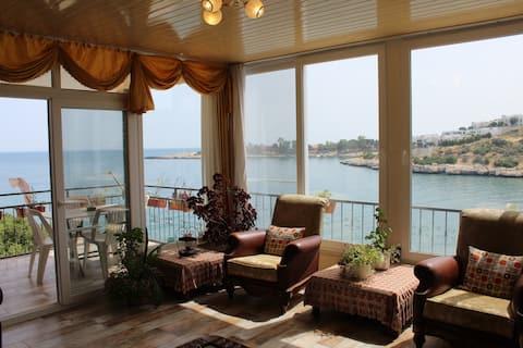 DENİZE SIFIR KONUMDA --Flat with amazing Seaview-!