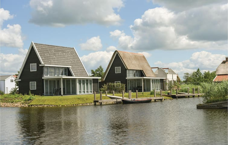 Holiday cottage with 3 bedrooms on 120 m² in Giethoorn