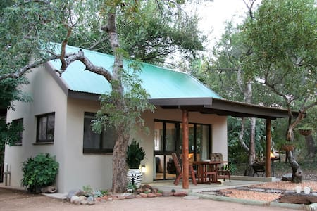 baBUSHka Self Catering Cottage & Kruger Safaris - Hoedspruit - บ้าน