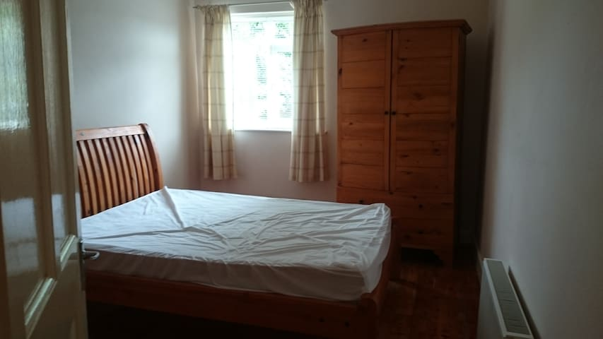 Rooms to let - Longford - Rumah