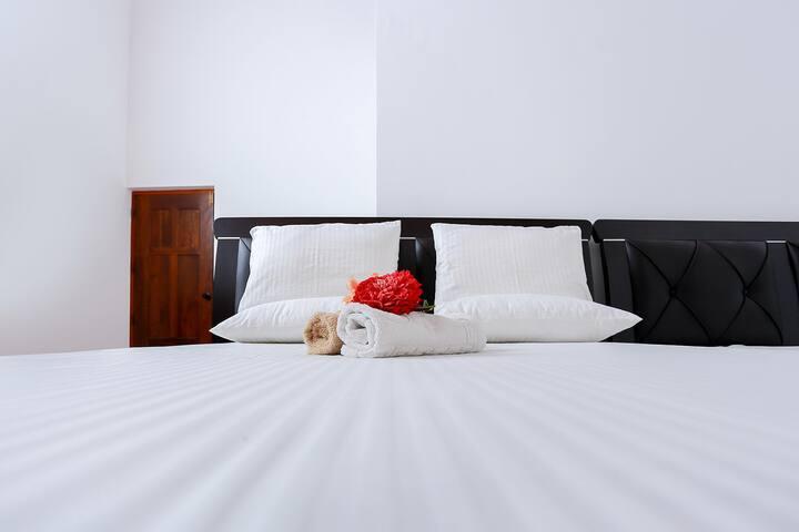 Piyo Home Stay : A/C Double Room