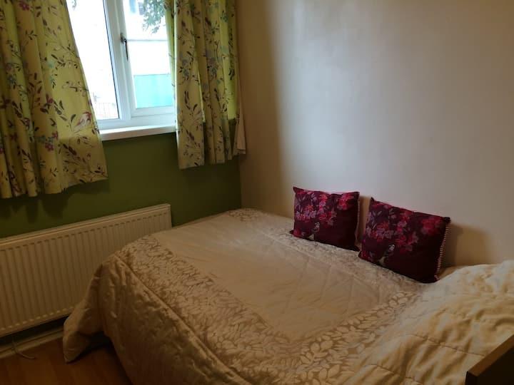 Bright comfortable single room